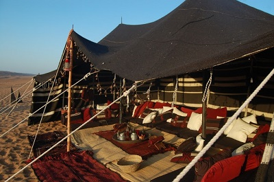 luxury-camping-the-bedouin-majlis-tent-in-wahiba-sands-oman